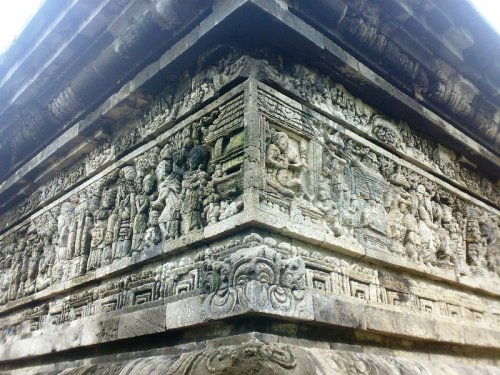 relief di badan candi tegowangi