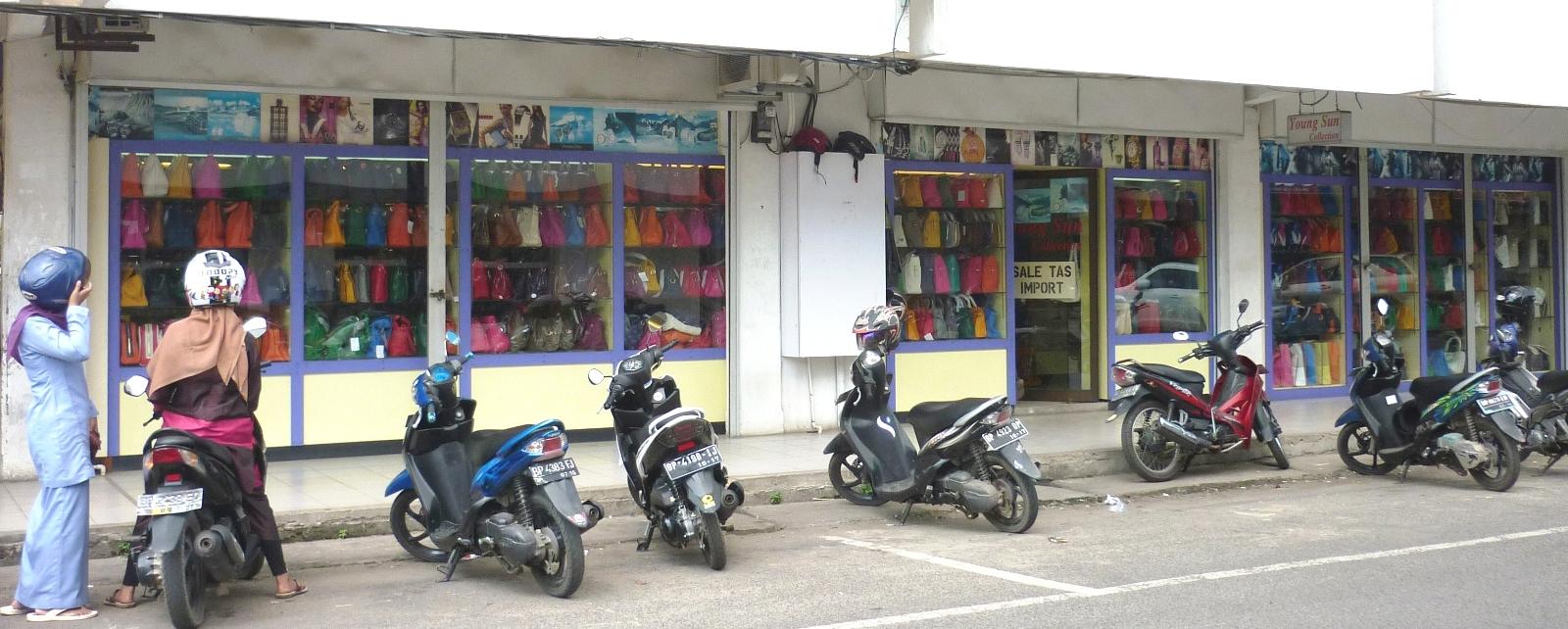 Berburu Tas Branded di Batam  c0ee5d70a1