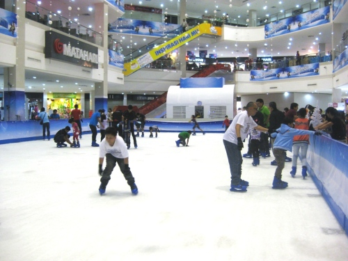 Ice Skating Kepri Mall 2