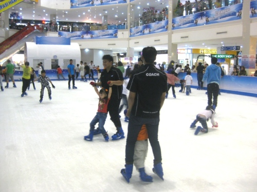 Ice Skating Kepri Mall 5