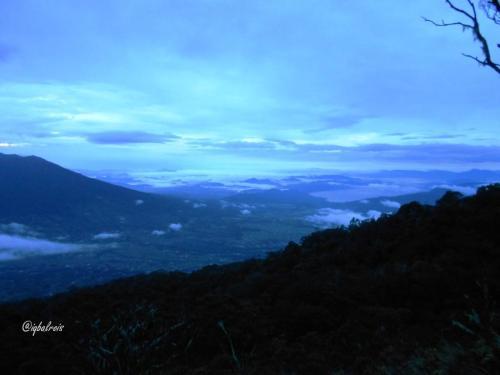 Danau Singkarak di Selatan Merapi