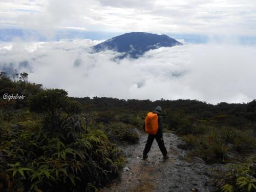 Gunung Singgalang 933