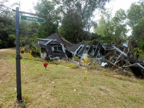 bekas kantor UNHCR yang terbiar hancur :(