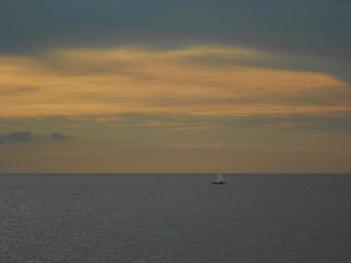 Menjelang sunset di pantai pelawan