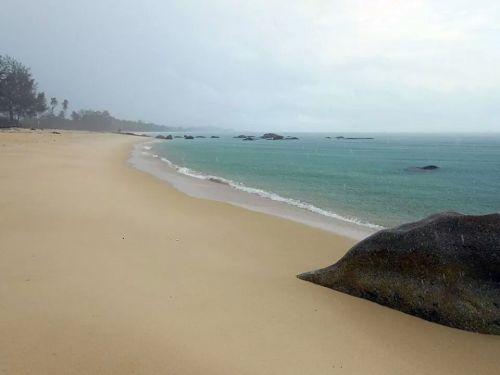 Pantai Pasir Panjang Senggiling