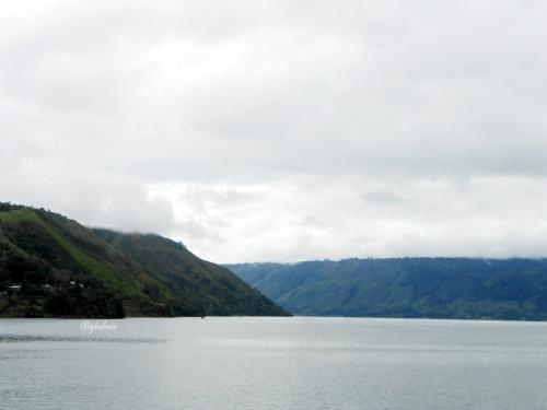 View Danau Toba & Pulau Samosir dari Darma Agung Beach Hotel