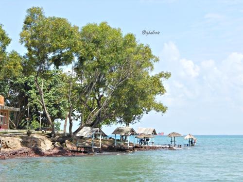 Pantai Dangas 5